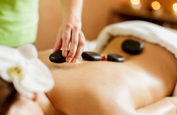 Massage Alpine Stone im Wellnessurlaub - Hotel in Hafling.