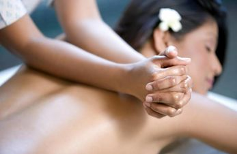 Lomi Lomi Nui Massage im Wellnessurlaub - Hotel in Hafling.